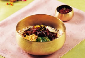 Discover Korean Food #3: Dr. Sook-Ja Yoon's Bibimbap (THE EAST Campaign in Association with The Institute of Traditional Korean Food)