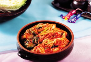 """Discover Korean Food #4: Dr. Sook-Ja Yoon's """"Cabbage Kimchi"""" (THE EAST Campaign in Association with The Institute of Traditional Korean Food)"""
