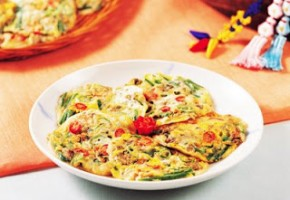 """Discover Korean Food #5: Dr. Sook-Ja Yoon's """"Haemul-pajeon"""" (THE EAST Campaign in Association with The Institute of Traditional Korean Food)"""